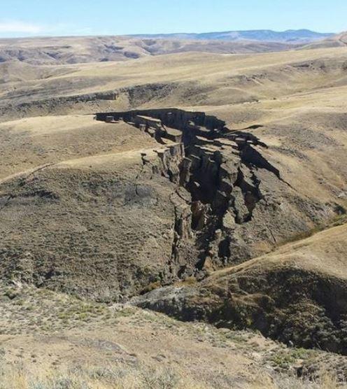 wyoming cracks in earth fears