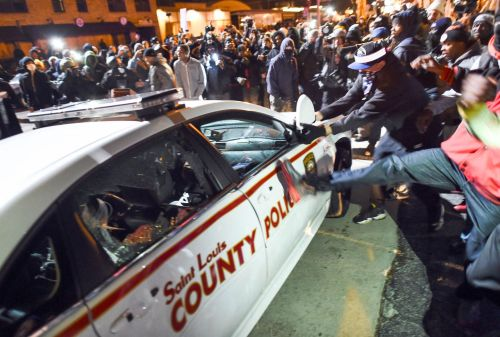 ferguson-missouri-protesters-violence
